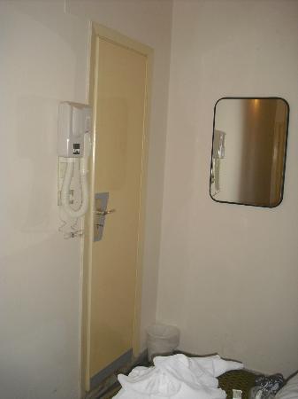 Porta bagno phon picture of hotel nancy rimini - Bagno 60 rimini ...