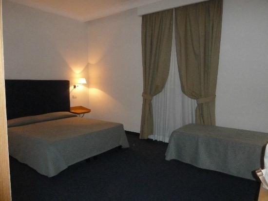 Hotel Galatea: Corner Room : Big Room