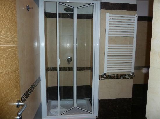 Hotel Galatea: Shower Cubicle