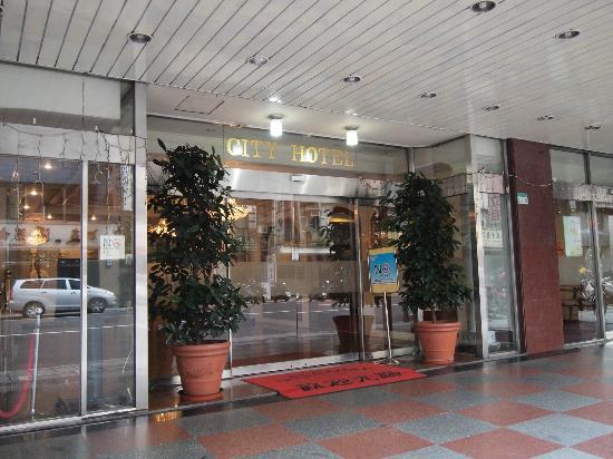 City Hotel: 入り口