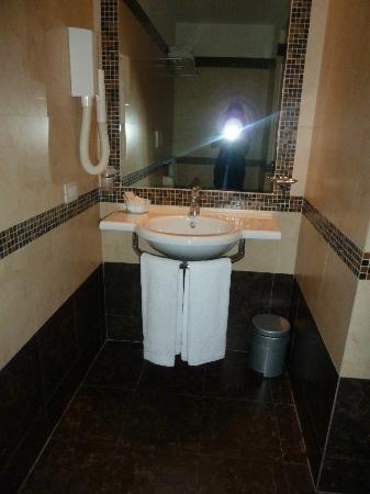 Hotel Galatea: Wash Basin