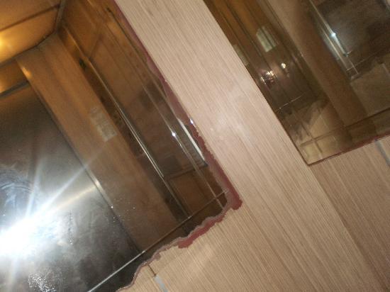 Ozkaymak Alaaddin: Лифт такой потрепанный