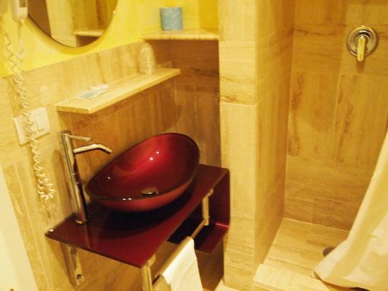Hotel Santa Prassede: Baño de la habitación.