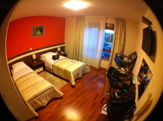Hotel Degenija : quarto duplo