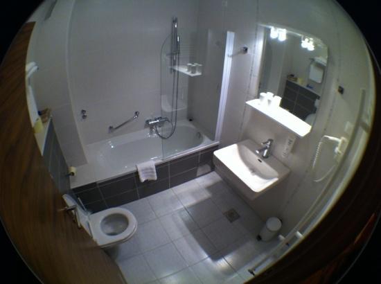 Hotel Degenija : banheiro