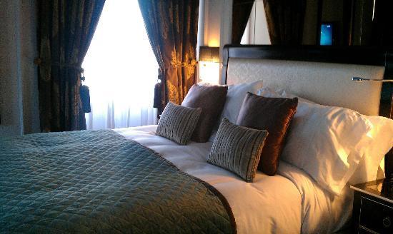 InterContinental Porto - Palacio das Cardosas : The amazingly comfortable and spacious bed