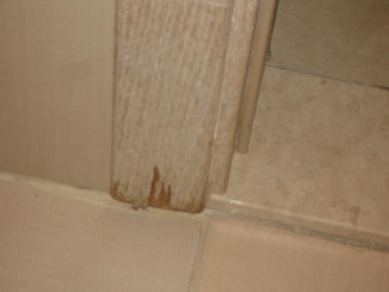 Faulendes Holz im Badezimmer - Bild von Sultan of Side, Side ...