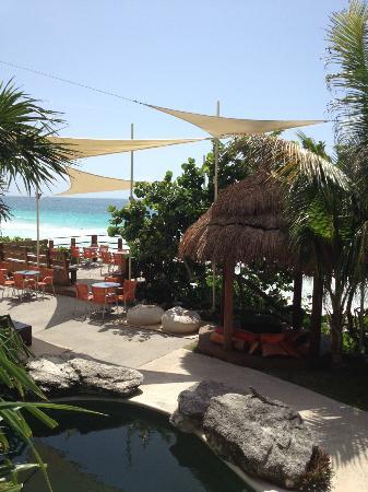 Mezzanine Colibri Boutique Hotel : outdoor lounge area