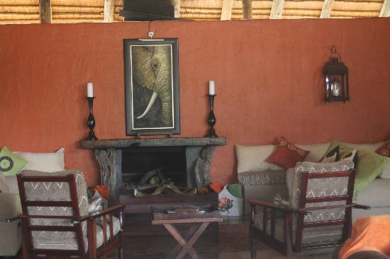 Kambaku Safari Lodge: Common Lounge