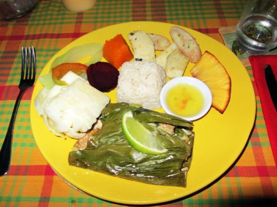 Rodney's Wellness Retreat: The dinner: Fish in Banana leaf, coconut rice, sweet potato, fried bread fruit, plantains