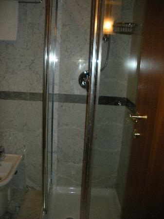 Hotel Olioso: Bagno: la doccia