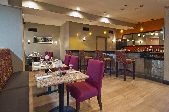 هوليداي إن هوتل آند سويتس أوبيلاوساس: Cafe' 5696 Bar Area