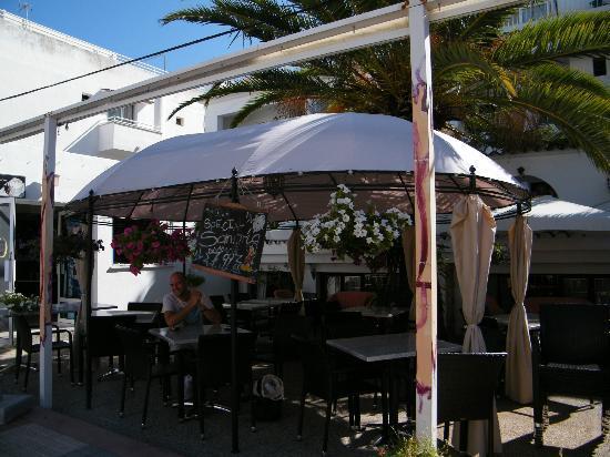 Hotel Antares: hotel from the street, a bit hidden