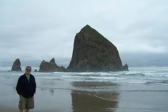 Haystack Rock At High Tide Picture Of Haystack Rock Cannon Beach Tripadvisor