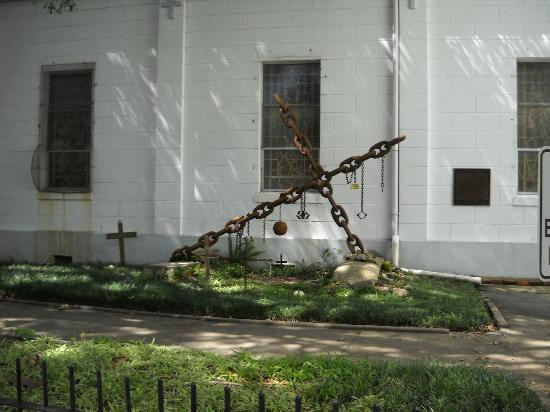 Big Easy Bike Tours : Grave of the unknown slave in Treme.