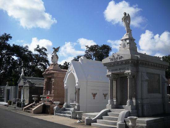 Big Easy Bike Tours : St Louis Cemetery #3