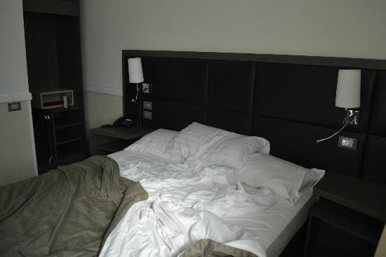 Hotel Artis : Bed on the last day