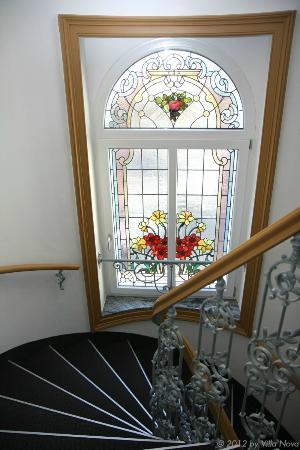 Villa Nova - Hotel garni: Stiegenaufgang