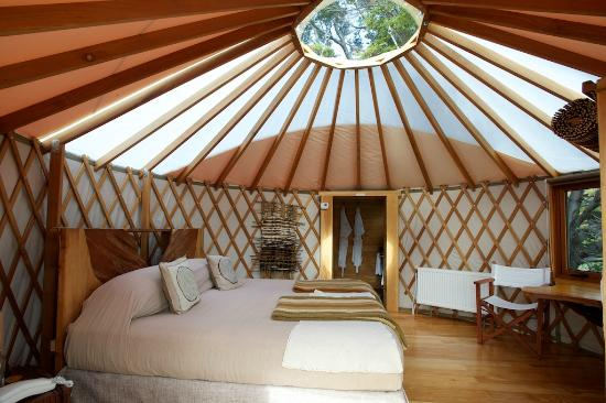 Patagonia Camp : inside the yurt