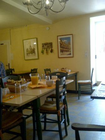 Chambres d'Hotes Saint Nicolas : St. Nicolas home stay dining-room for breakfast