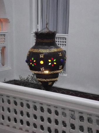 Riad La Terrasse des Oliviers: Detail of patio lamp