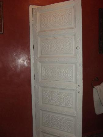 Riad La Terrasse des Oliviers: Detail of bathroom door