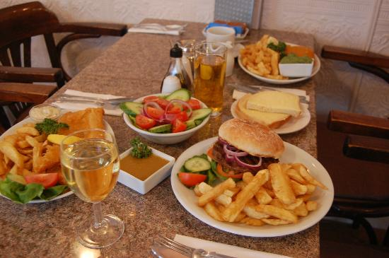 Drake's Fish & Chip Restaurant: Licenced Restaurant seating up to 30 people