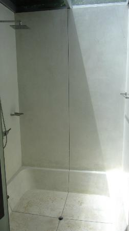 Zara Beach Resort: Amazing shower