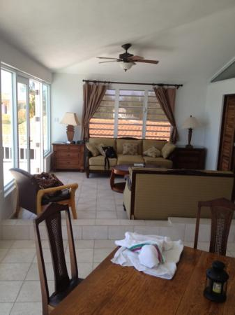 Villa Tropical Oceanfront Apartments on Shacks Beach: inside