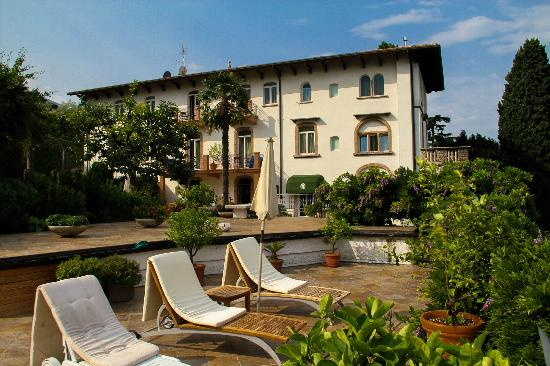 front of the hotel picture of bellevue san lorenzo malcesine tripadvisor. Black Bedroom Furniture Sets. Home Design Ideas
