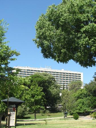 Four Seasons Hotel Ritz Lisbon: Hotel from Eduardo Park