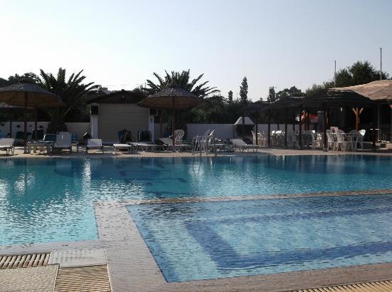 Elga Apartments: Pool at hotel