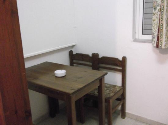 Elga Apartments: Table in room