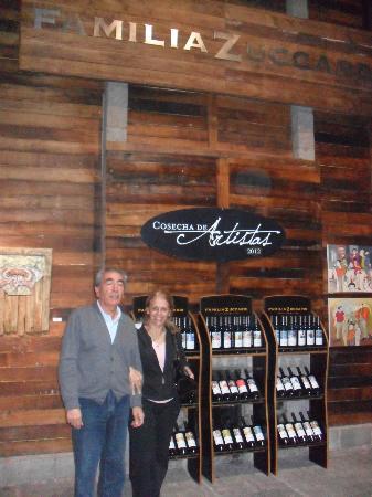 Casa del Visitante - Familia Zuccardi: FamiliaZuccardi...visita a la Bodega