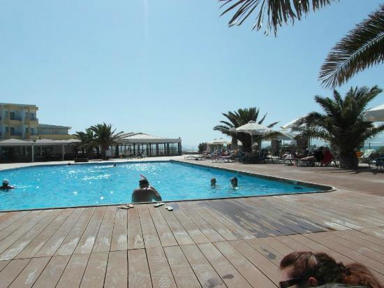 Beach Club Aphrodite : Main pool area