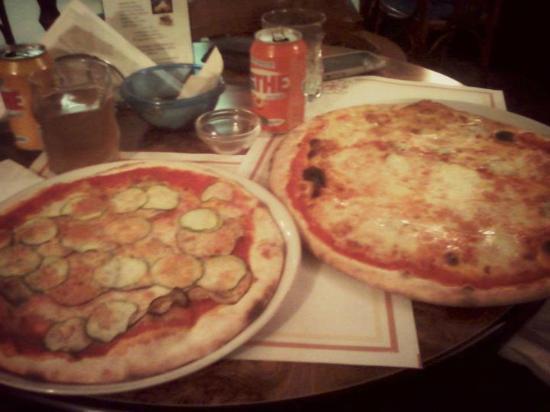 La Piazzetta: pizzotta (pizza baby) alle verdure + pizza ai 4 formaggi