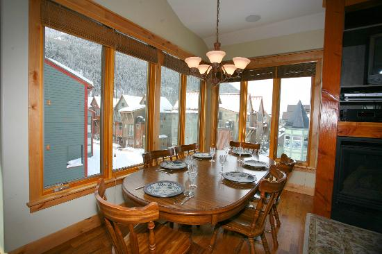 Telluride Lodge: Dining area and view from unit 507
