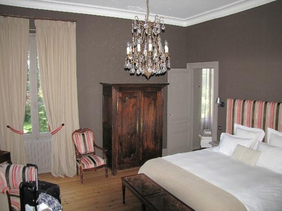 Chateau Lavergne-Dulong - Chambres d'hotes: Room