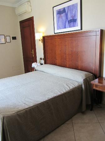 Taormina Hotel: Bed
