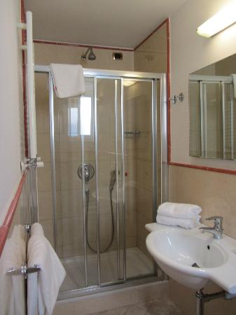 Taormina Hotel: Shower