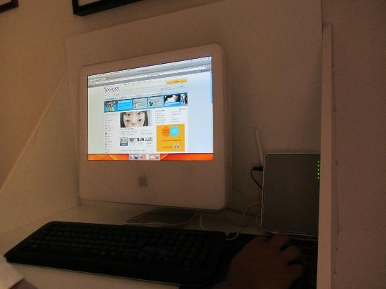 Taormina Hotel: Free computer