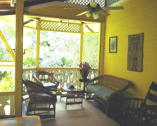 Aguas Claras Beach Cottages: Inside Yellow Cottage