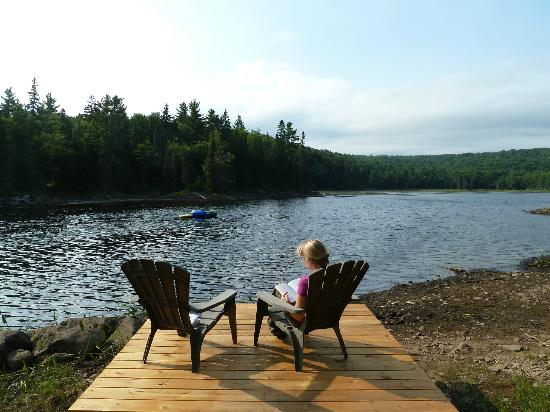 Algonquin Eco-Lodge: Peaceful reading near the lodge's own lake