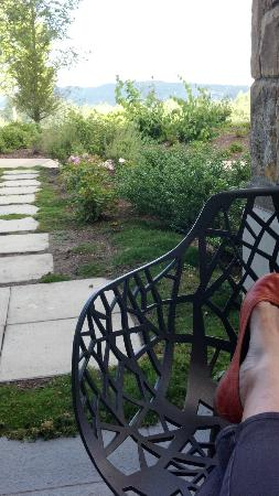 Allison Inn & Spa: Beautiful design in the furniture and grounds - lovely mountain views