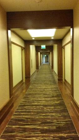 Allison Inn & Spa: The widest hotel hallways I've ever seen