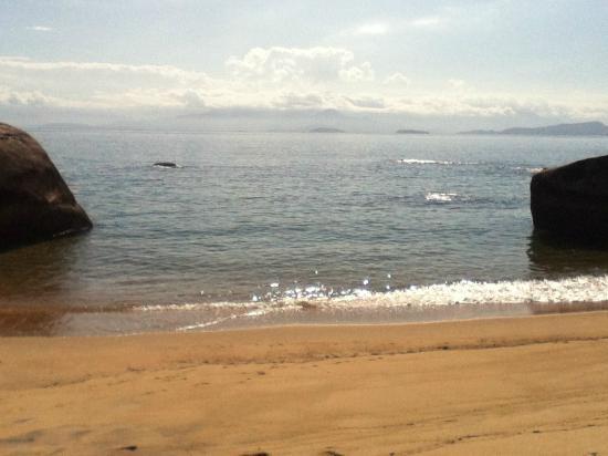 Aracatibinha Beach: praia entre vermelhia y aracatiba