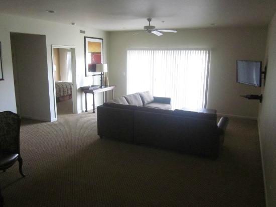 WorldMark Lake of the Ozarks: Downstairs living room - 4 BR penthouse