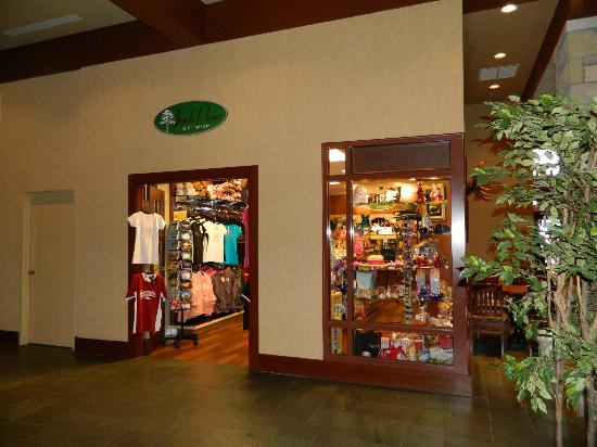 Gift shop - Picture of DoubleTree Fallsview Resort & Spa by Hilton ...