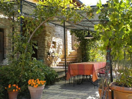 Casa Spertaglia: Outdoor dining area