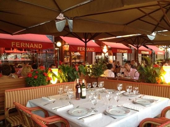 Fernand : Les tables.